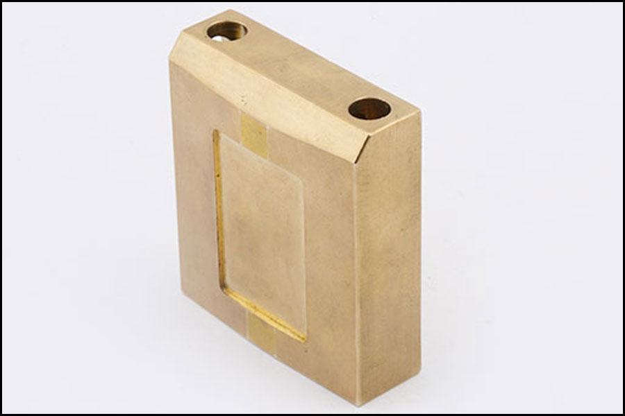 非標準的な真鍮の南京錠CNCの製粉の部品の精密ハードウェア