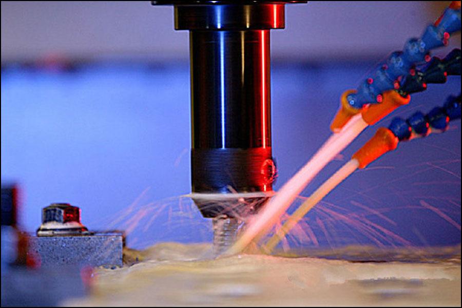 切削材料に応じて適切な切削液を選択してください