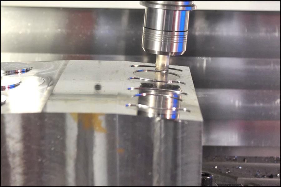 3-+-2加工とは何ですか?--3-+-2対5軸CNC加工、どのプロセスを選択しますか?
