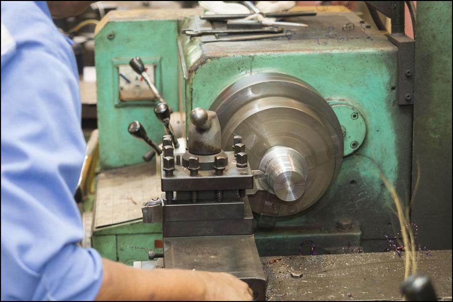 CNCミリング対 手動フライス加工