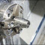 CNC旋盤でのステアリングボールシートの加工のケーススタディ