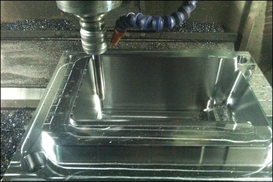CNC穴あけガイド:切りくず処理と除去、穴精度の向上など