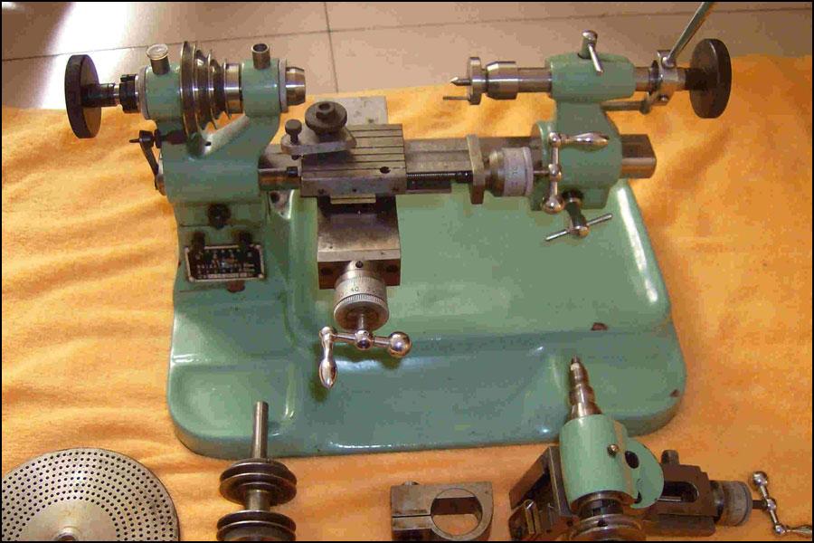 どのようにデジタル制御の旋盤の加工精度を高めますか?