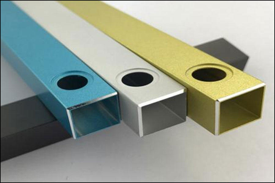 アルミニウム加工されたブランク部品が表面処理の前に受け入れられるべきなのはなぜですか?