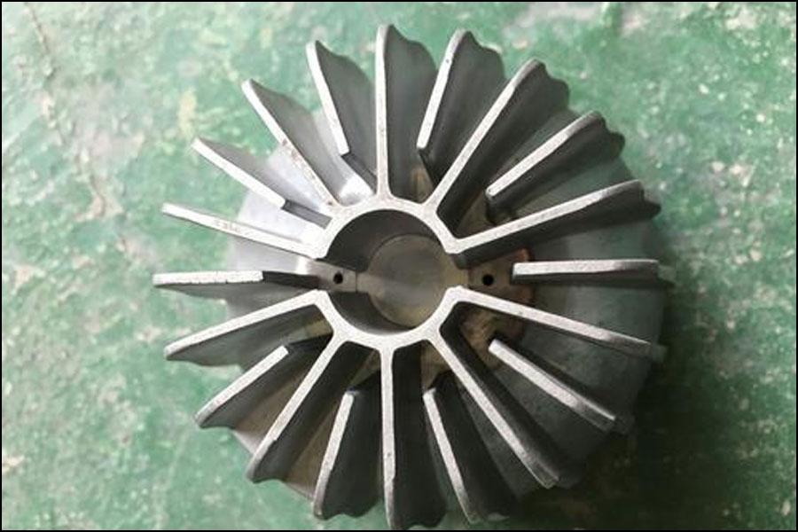 アルミニウム合金をラジエーター材料として使用できるのはなぜですか?