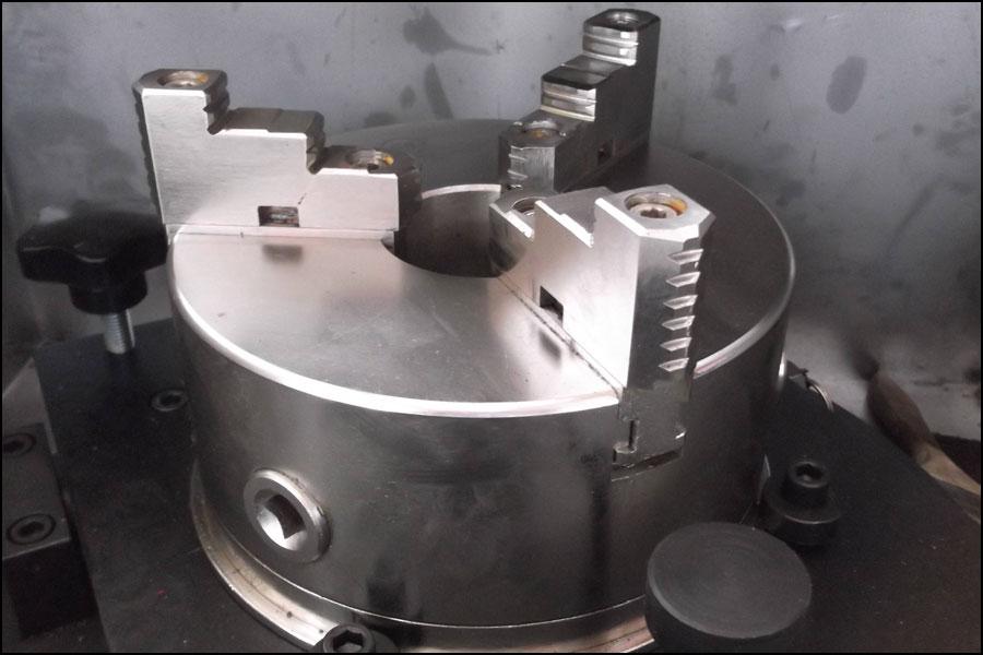 刃砥機はどうやって操作すれば安全ですか?