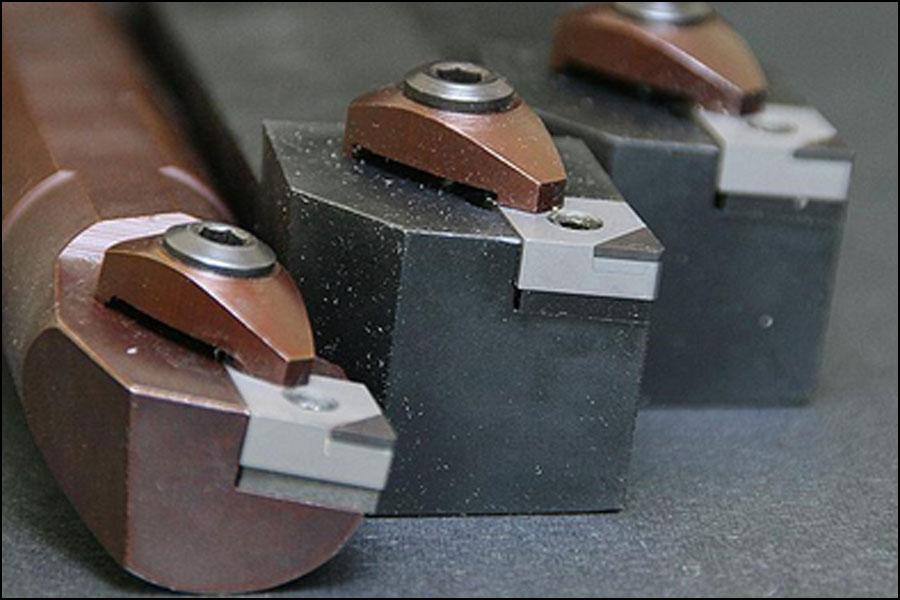 切削工具を意図的に不動態化する必要があるのはなぜですか?