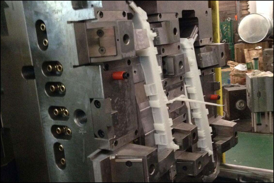 射出成形機および金型の薄壁射出成形要件