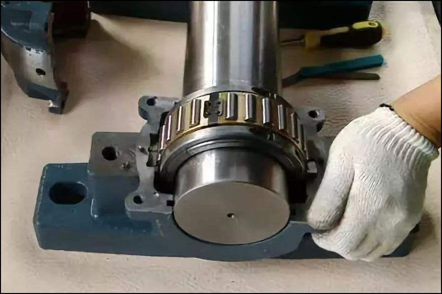 工作機械の操作で損傷したベアリングにどのように対処しますか?