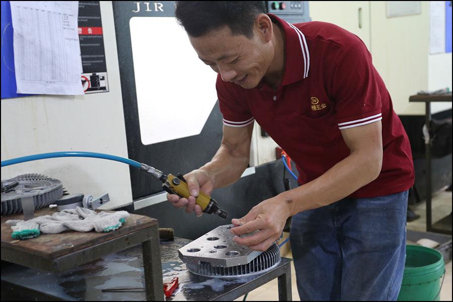 機械加工監督者の主な責任は何ですか?