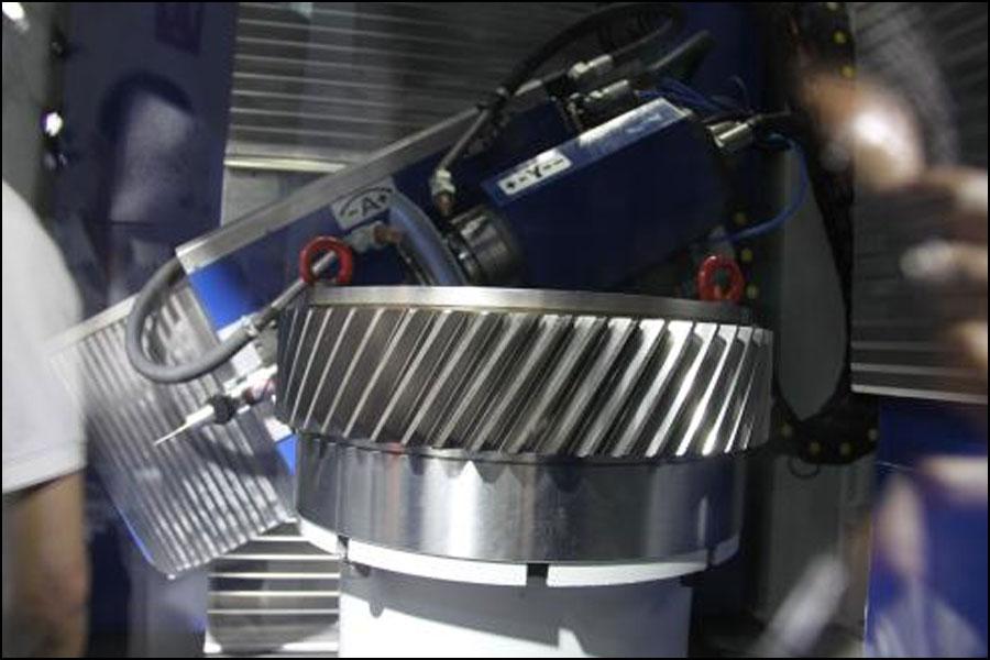 機械製造におけるCNCテクノロジーの応用は何ですか?
