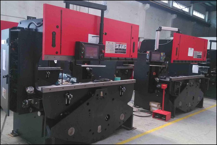 浅い分析のデジタル制御の工作機械の板金の加工の中の応用