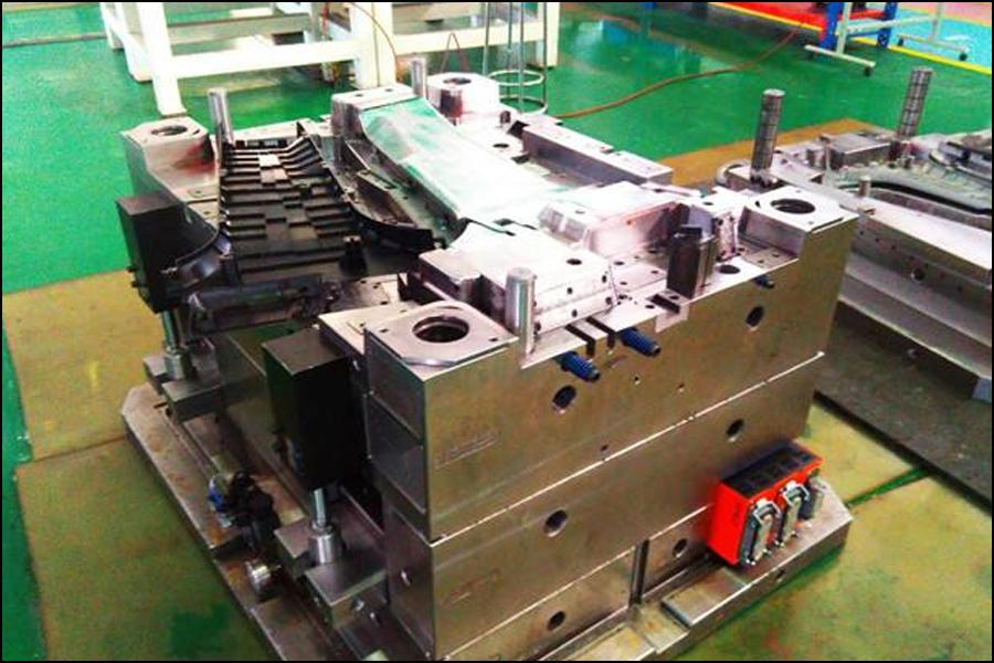 スタンピングプロセスは、従来のまたは特殊なスタンピング装置の力を使用して、特定の形状、サイズ、および性能を備えた製品部品の製造技術であり、シート材料を金型内で直接変形および変形し、スタンピングプロセスを分割することができます 精密金属プレスサービスと通常の金属プレスサービスに。