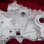 自動車エンジンはどのような材料で作られていますか?