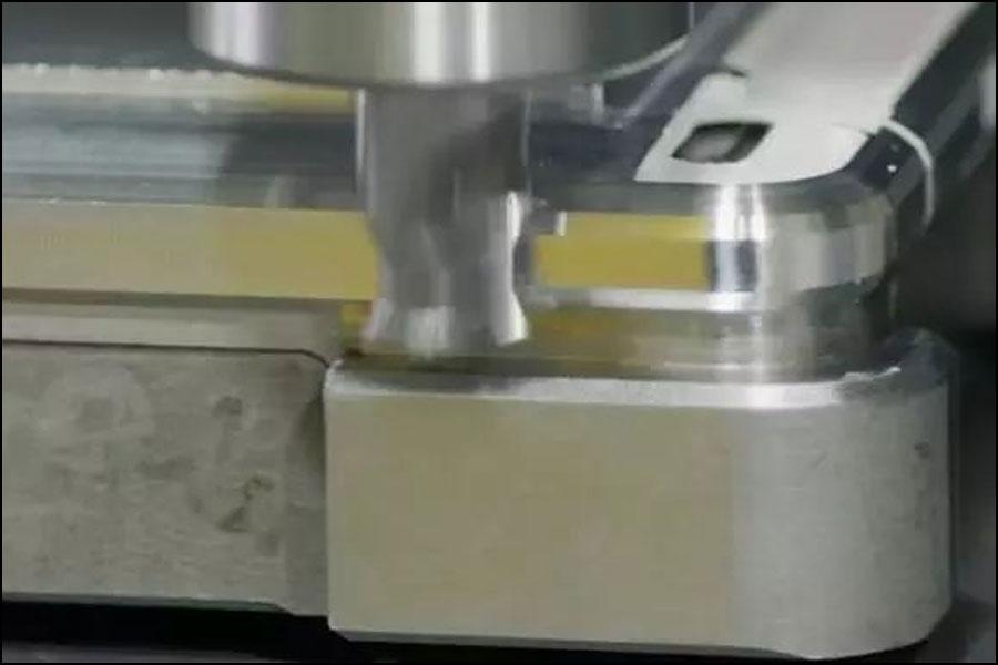 製品シェルの設計では、どのような要素を考慮する必要がありますか?
