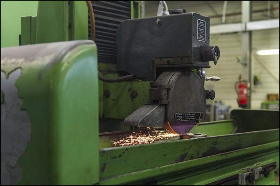 CNCフォーミンググラインダーによる作業台のクロールの原因