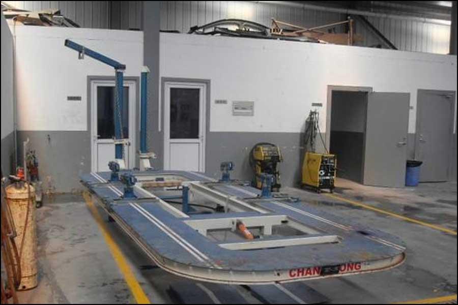 リベット工程を用いた金属板加工