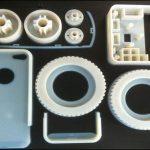 金属とポリマーの3 Dプリント金型の対比