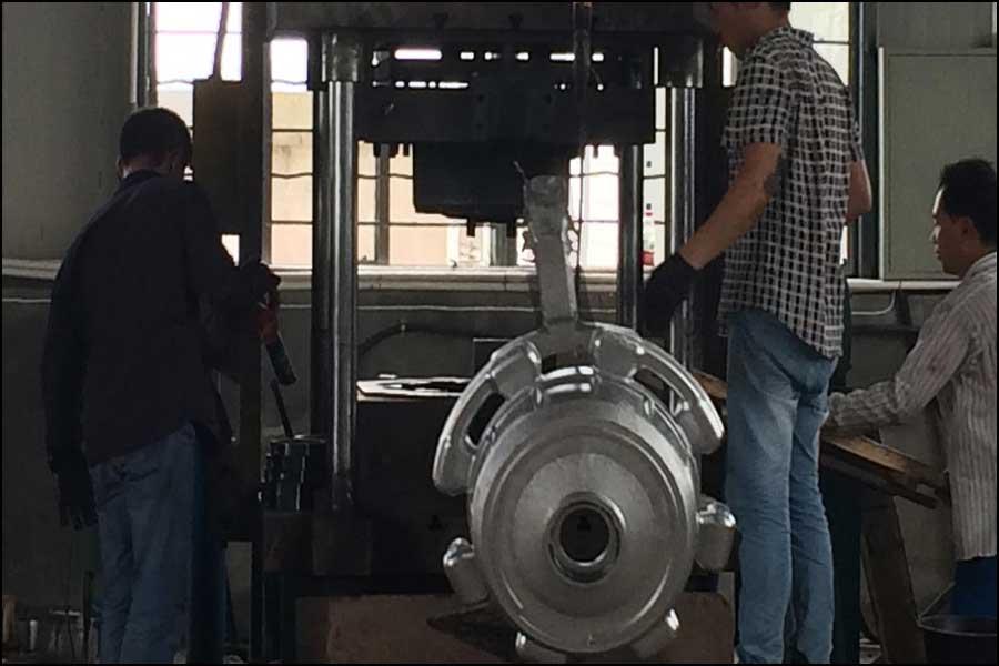 金属鋳造の広い適応性