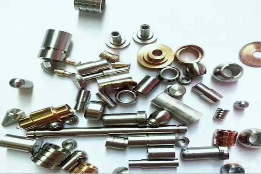 CNC旋盤およびフライス加工の複合加工メーカーが旋盤の選択を説明