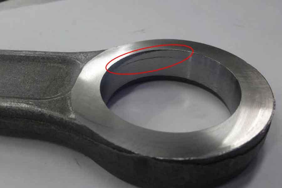 焼入れ割れ、鍛造割れ、研削割れの特徴とその違い